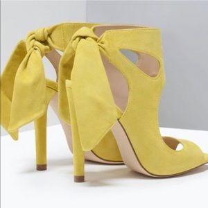 Zara Spring/Summer suede bow heel 37 US 6.5/7